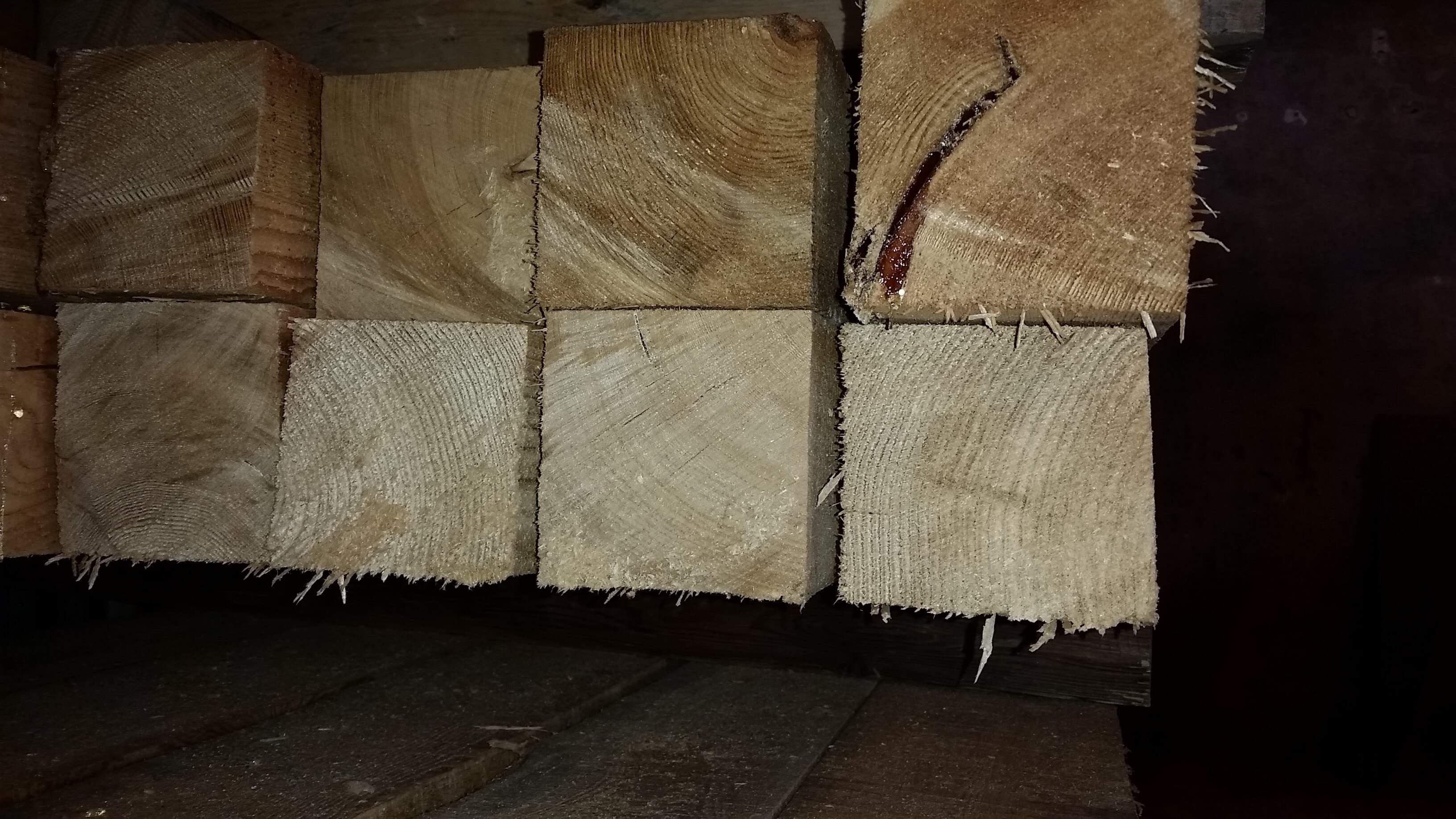 Dřevěný trám 100 x 100 mm